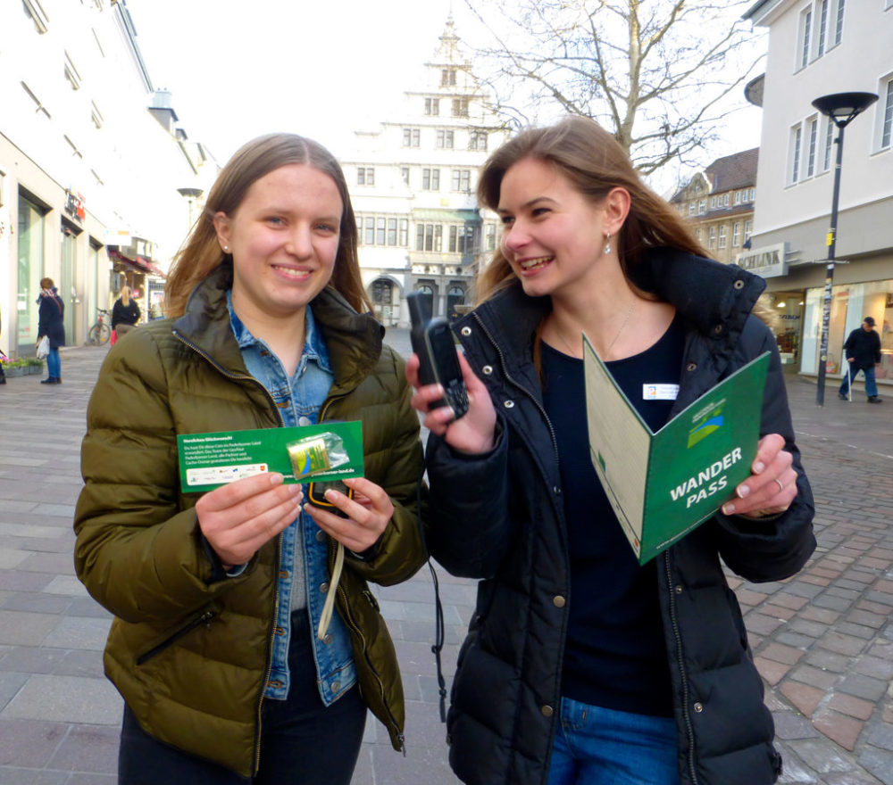 Geotour Geocoins auch in der Tourist Info Paderborn erhältlich